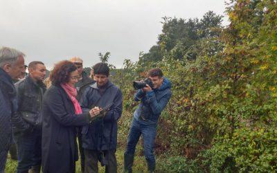 Premier agriculteur certifié par le «Label Haie» en Mayenne, en présence d'Emmanuelle Wargon